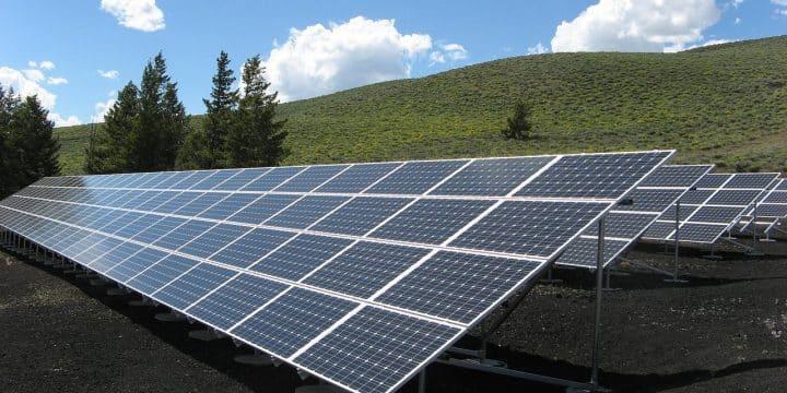 Le Comparatif entre l'éolienne et le panneau photovoltaïque :